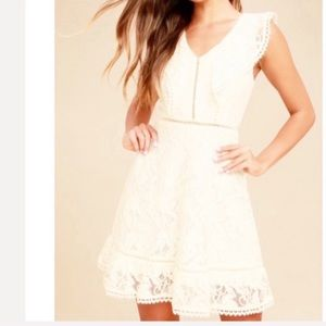 New BB DAKOTA REASE CREAM LACE RUFFLED DRESS